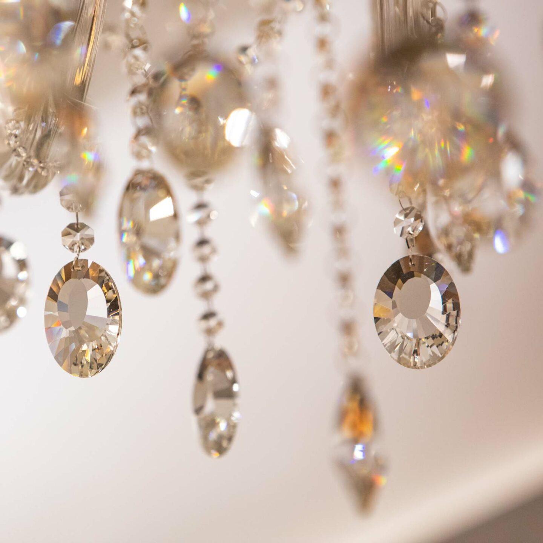 dettaglio lampadario di cristallo
