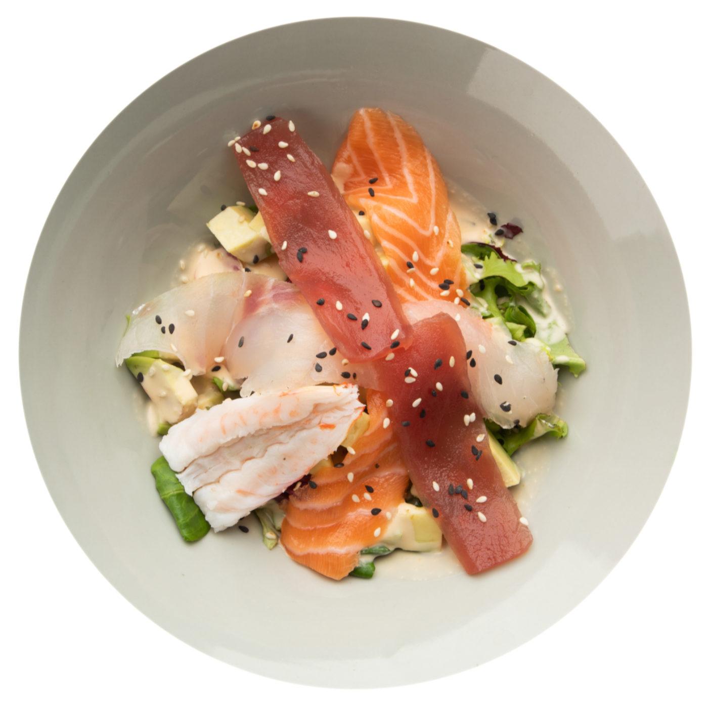 insalata con sashimi crudo di pesce